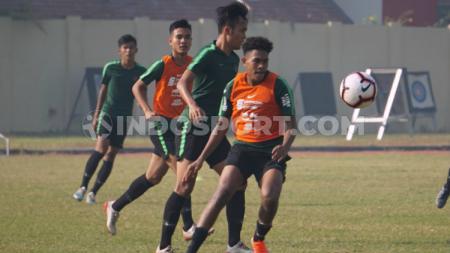 Pemain Timnas Indonesia U-19 saat latihan di Lapangan Jenggolo beberapa pekan yang lalu. - INDOSPORT