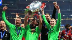 Indosport - Tiga kiper Liverpool, Simon Mignolet (kiri), Alisson Becker, dan Caoimhin Kelleher
