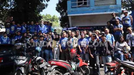 Viking Persib Club (VPC) merasa kecewa akibat pemindahan laga Persib Bandung melawan Persija Jakarta ke Stadion I Wayan Dipta Gianyar, Senin (28/10/19) esok. - INDOSPORT
