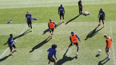 Indosport - Manchester United saat sedang latihan tanpa kehadiran Romelu Lukaku