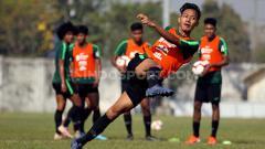 Indosport - Beckham Putra saat latihan di Lapangan Jenggolo, Sidoarjo, Rabu (17/7/19).