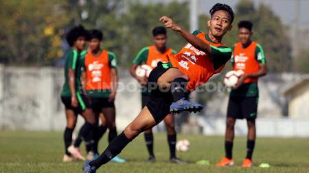 Beckham Putra saat latihan bersama Timnas u-19 di Lapangan Jenggolo, Sidoarjo, Rabu (17/07/19). - INDOSPORT