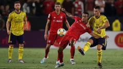 Indosport - Gelandang Bayern Munchen, Thiago Alcantara dijaga pemain Arsenal di ICC 2019