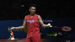 Tunggal putra asal China, Lin Dan dikabarkan memiliki alasan khusus mengapa dirinya tak kunjung pensiun meski performanya telah menurun dan kerap dibantai. Foto: Herry Ibrahim/INDOSPORT