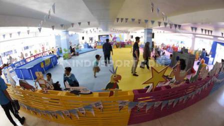 Anak-anak yang mengunjungi Istora Senayan bisa bermain Kids Zone Indonesia Open 2019. Foto: Herry Ibrahim/INDOSPORT