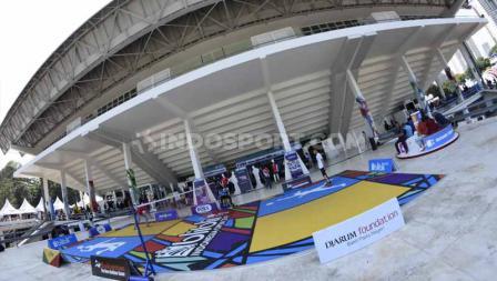 Lapangan badmintoon gratis bagi pengunjung yang datang ke Istora Senayan menonton Indonesia Open 2019. Foto: Herry Ibrahim/INDOSPORT