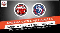 Indosport - Pertandingan Madura United vs Arema FC.