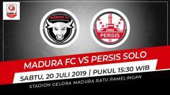 Indosport - Pertandingan Madura FC vs Persis Solo.