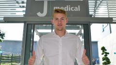 Indosport - Matthijs de Ligt saat tiba di Juventus Medical