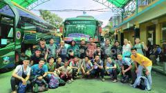 Indosport - Tim Futsal Pra PON Sumut foto bersama sebelum bertolak ke Padang, Sumatera Barat. Foto: Aldi Aulia Anwar/INDOSPORT