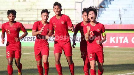 Rendy Juliasyah sempat melakukan aksi keren ketika mencetak gol ke gawang Persekabpas, Senin (22/07/19).z - INDOSPORT