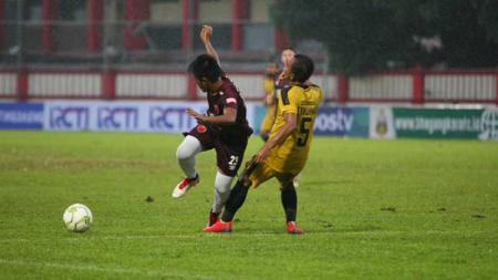 Penyerang sayap lincah, Bayu Gatra, sangat percaya kepada manajemen klub Liga 1 2020, PSM Makassar, bisa segera melunasi gaji para pemain yang telat satu bulan. - INDOSPORT