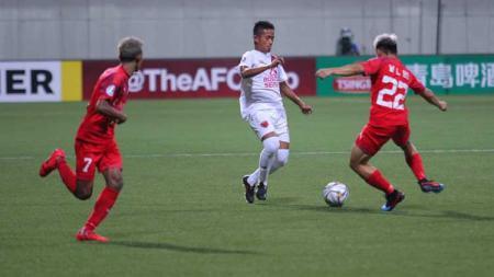 Gaji para pemain klub Liga 1, PSM Makassar termasuk Bayu Gatra sepertinya bakal dipangkas oleh pihak manajemen klub menyusul absennya kompetisi karena virus corona. - INDOSPORT