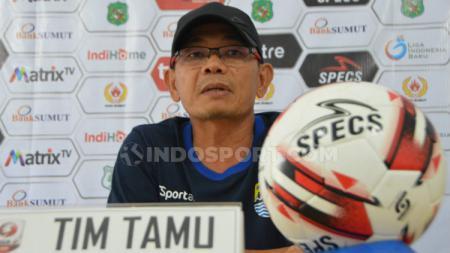 Pelatih Blitar United, Liestiadi. (Aldi Aulia Anwar/INDOSPORT) - INDOSPORT