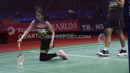 Goh Liu Ying mencoba bangkit dan melanjutkan babak perempatfinal Indonesia Open 2019 di Istora Senayan, Jumat (19/07/19). Foto: Herry Ibrahim/INDOSPORT