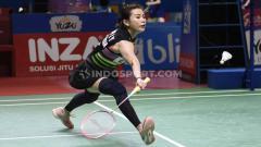 Indosport - Pemain ganda campuran Malaysia, Goh Liu Ying, terkulai lemas setelah mendapatkan serangan smash oleh rivalnya di babak penyisihan Grup A BWF World Tour Finals 2019. Foto: Herry Ibrahim/INDOSPORT.