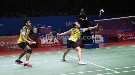 Pasangan Tontowi Ahmad/Winny gagal melaju ke semifinal Indonesia Open 2019 setelah dikalahkan pasangan Malaysia, Chan Peng Soon/Goh Liu Ying di Istora Senayan, Jumat (19/07/19). Foto: Herry Ibrahim/INDOSPORT - INDOSPORT