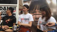 Indosport - Laura Basuki dan Susy Susanti saat memperkenalkan film Susy Susanti Love All.
