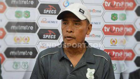 Pelatih PSMS Medan, Abdul Rahman Gurning. Foto: Aldi Aulia Anwar/INDOSPORT - INDOSPORT