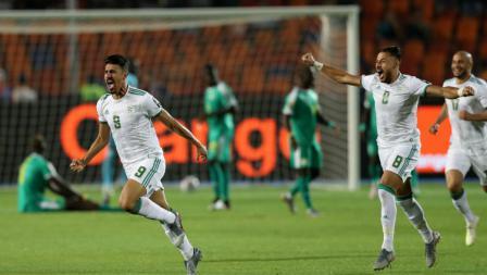 Selebrasi pemain Aljazair, Baghdad Bounedjah usai mencetak gol ke gawang Senegal