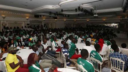 Ribuan yang juga warga Senegal mengadakan nonton bareng di kawasan Istanbul, Turki. Sayang mereka tak bisa melihat negaranya menjadi juara Piala Afrika untuk pertama kalinya karena kalah dari Aljazair