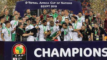 Para pemain Timnas Aljazair merayakan gelar juara Piala Afrika 2019, gelar ini merupakan gelar kedua mereka di sepanjang sejarah kompetisi sepak bola di Benua Hitam