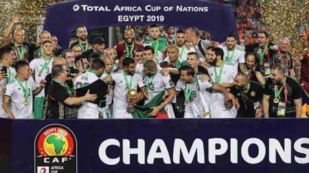 Para pemain Timnas Aljazair merayakan gelar juara Piala Afrika 2019, gelar ini merupakan gelar kedua mereka di sepanjang sejarah kompetisi sepak bola di Benua Hitam - INDOSPORT