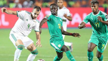 Duel pemain Timnas Senegal vs Aljazair di Piala Afirka 2019