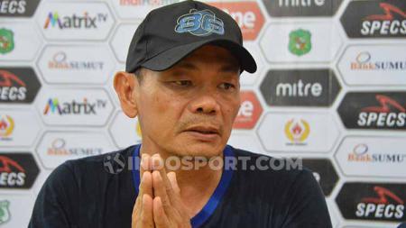 Pelatih Blitar United, Liestiadi dalam jumpa pers. - INDOSPORT