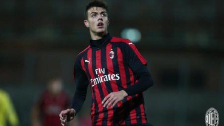 Raksasa sepak bola Italia, AC Milan, kabarnya telah memiliki dua rencana untuk anak Paolo Maldini yang bernama Daniel Maldini. - INDOSPORT