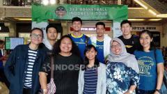 Indosport - Para pemain Satria Muda 'diburu' fans cewek di IBL Gojek 3x3 seri Yogyakarta, Sabtu (20/07/19) di Jogja City Mall.