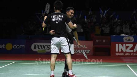 Ganda putra Indonesia, Mohammad Ahsan/Hendra Setiawan merayakan kemenangan sekaligus lolos ke final Indonesia Open 2019.