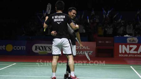 Ganda putra antara wakil Indonesia, Mohammad Ahsan/Hendra Setiawan merayakan siap bermain di babak perempatfinal Kejuaraan Dunia Bulutangkis 2019. - INDOSPORT