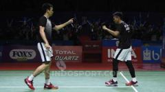Indosport - Ganda putra antara wakil Indonesia, Mohammad Ahsan/Hendra Setiawan merayakan kemenangan sekaligus lolos ke semifinal Indonesia Open 2019.