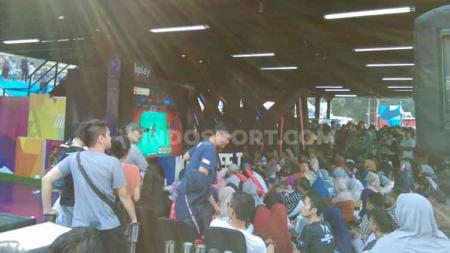 Antusiasme masyarakat nonton bareng laga Marcus Fernaldi Gideon/Kevin Sanjaya Sukamuljo Indonesia Open 2019 di Istora Senayan, Jakarta. - INDOSPORT