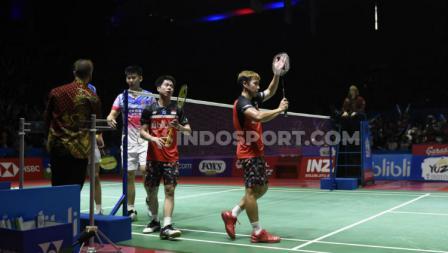 Kevin Sanjaya/Marcus Gideon memberikan apresiasi pada dukungan suporter di Istora dalam laga semifinal Indonesia Open 2019.