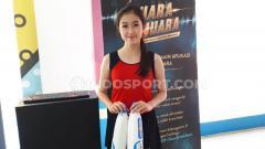 Indosport - Tak hanya fasilitas yang memanjakan, hadirnya Sales Promotion Girl (SPG) di event ini juga menambah segar mata pengunjung Indonesia Open 2019.