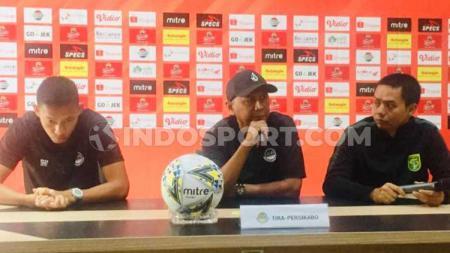 Pelatih Tira Persikabo, Rahmad Darmawan dan Andy Setyo saat konfrensi pers pada Sabtu (20-09-19) kemarin. - INDOSPORT
