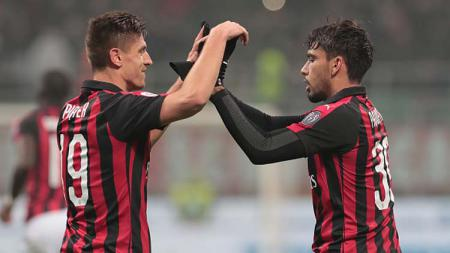 Lucas Paqueta (kanan) mengaku senang dengan peran barunya sebagai trequartista alias penyerang lubang di AC Milan. Emilio Andreoli/Getty Images. - INDOSPORT