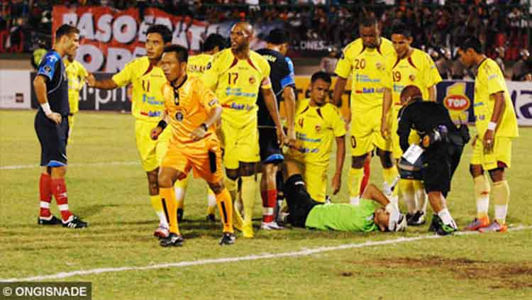 Momen saat Sriwijaya FC tampil di final Piala Indonesia 2010 melawan Arema Indonesia. Copyright: Ongisnade