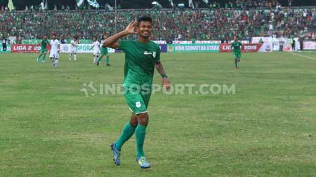 Pemain PSMS Medan, Ilham Fathoni melakukan selebrasi usai cetak gol ke gawang Blitar United. - INDOSPORT