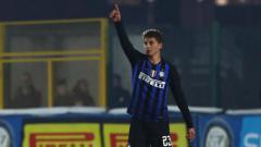 Indosport - Raksasa Inter Milan akhirnya bersedia untuk melepas pemain mereka, Sebastiano Esposito, setelah sang striker menjadi rebutan tiga klub Serie A Liga Italia.