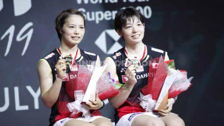 Yuki Fukushima/Sayaka Hirota berhasil menjuarai sektor ganda putri Indonesia Open 2019 usai mengalahkan rekan senegaranya Misaki Matsutomo/Ayaka Takahashi 21-16 dan 21-18 pada babak final di Istora Senayan, Minggu (21/07/19). Foto: Herry Ibrahim/INDOSPORT - INDOSPORT