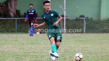 Pemain PSMS Medan, Donni Dio Hasibuan akhirnya kembali bermain setelah sempat absen lama. - INDOSPORT