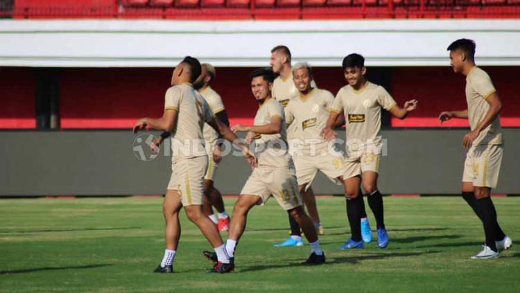 Official training PSS Sleman di Stadion Kapten I Wayan Dipta, Gianyar, Minggu (21/07/19). Foto: Nofik Lukman Hakim/INDOSPORT Copyright: Nofik Lukman Hakim/INDOSPORT