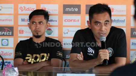 Terdapat empat jebolan Piala AFF yang kini menjabat pelatih di sejumlah klub Liga 2 2020. Ada eks Persib Bandung di antaranya. - INDOSPORT