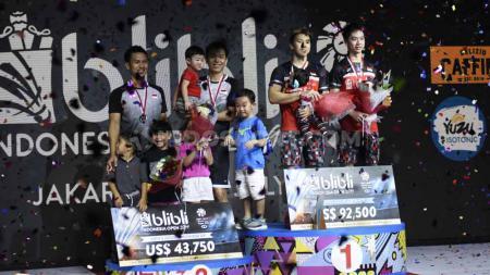 Kevin Sanjaya/Marcus Gideon berhasil menjadi juara sektor ganda putra setelah mengalahkan ganda putra Indonesia Mohammad Ahsan/Hendra Setiawan pada babak final Indonesia Open 2019, Minggu (21/07/19). Foto: Herry Ibrahim/INDOSPORT - INDOSPORT