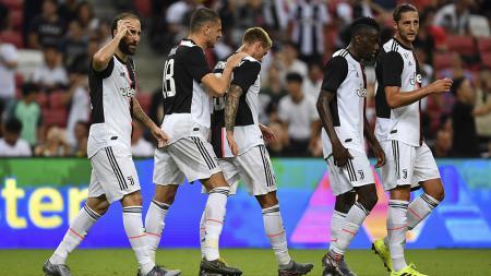 Pemain Juventus mengalami kekalahan atas Tottenham Hotspur di Stadion Nasional Singapura, Minggu (21/07/19). Foto: Thananuwat Srirasant/Getty Images - INDOSPORT