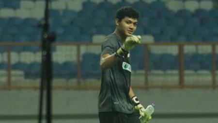 Kiper muda PSMS Medan, Muhammad Adi Satryo, mengakui memiliki kenangan lucu dan jahil yang tak bisa dilupakannya saat menjalani bulan suci Ramadan. - INDOSPORT