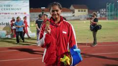 Indosport - Diva Renata Jayadi, putri pelari Dedeh Erawati, menyumbang emas di nomor lompat galah di ASEAN School Games 2019